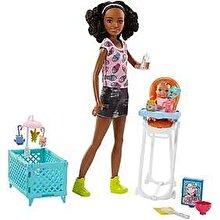 Barbie Papusa Barbie Babysitters Mulatra cu bebelus si set de ingrijire