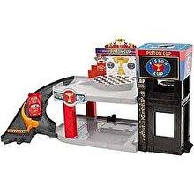 Mattel Cars 3 - Pista Fulger McQueen in Garajul Piston Cup