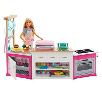 Papusa Barbie si bucatarie de la Barbie