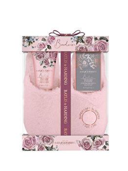 Set cadou Baylis & Harding Boudoire Velvet Rose & Cashmere (Sare de baie, 100 g + Lotiune pentru picioare, 140 ml + 1 x Pereche de papuci) de la Baylis And Harding