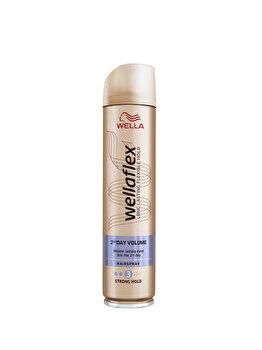 Fixativ Wella Wellaflex 2Day Volume pentru fixare medie, 250 ml