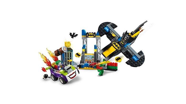 LEGO - LEGO Juniors - Super Heroes, Atacul lui Joker in Batcave 10753 -