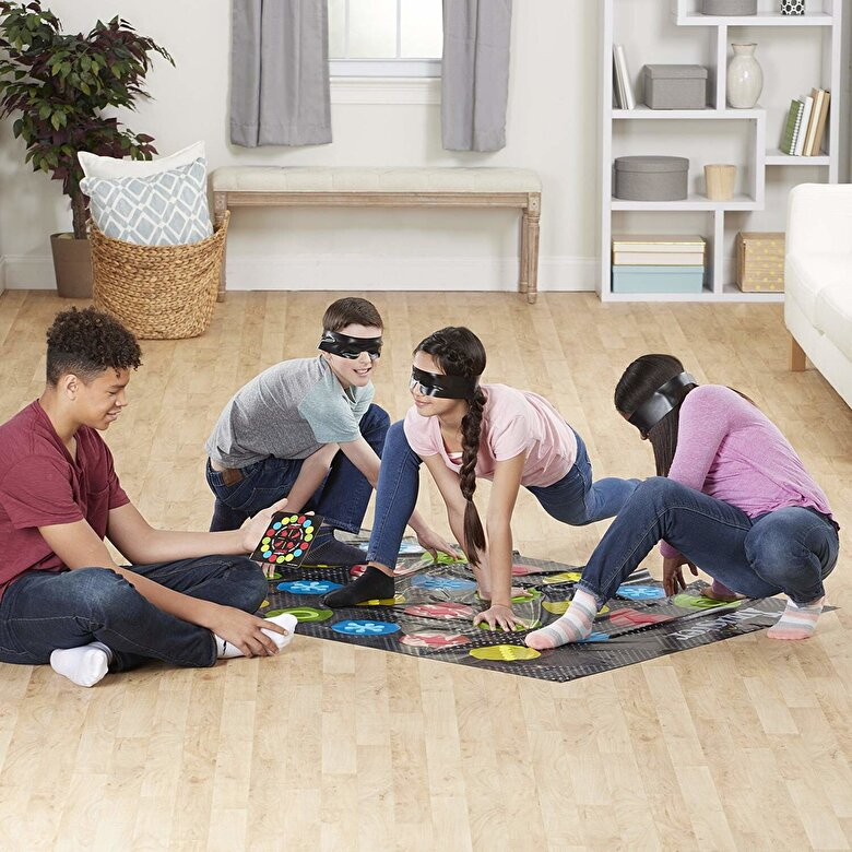 Hasbro Games - Joc Twister Blindfolded -