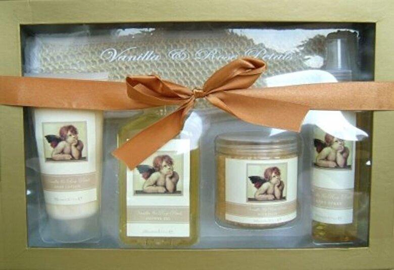 Village Cosmetics - Set cadou SPA Classic Angel (gel de dus 240 ml, lotiune de corp 180 ml, spray de corp 140 ml, sare de baie 300 g) - Incolor