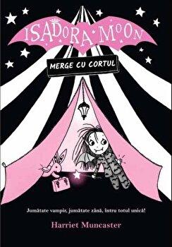 Isadora Moon merge cu cortul. Jumatate vampir, jumatate zana, intru totul unica!/Harriet Muncaster